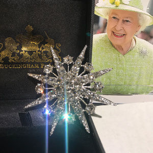 White Gold Plated Her Majesty Star Sbrooch/pendant